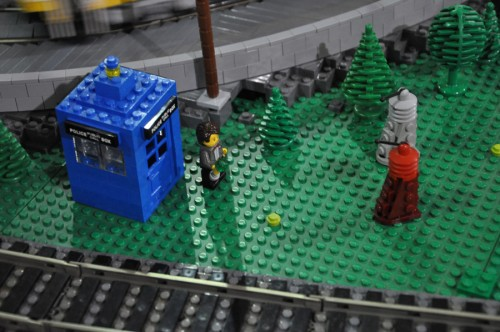 Doctor Who in da LEGO train set